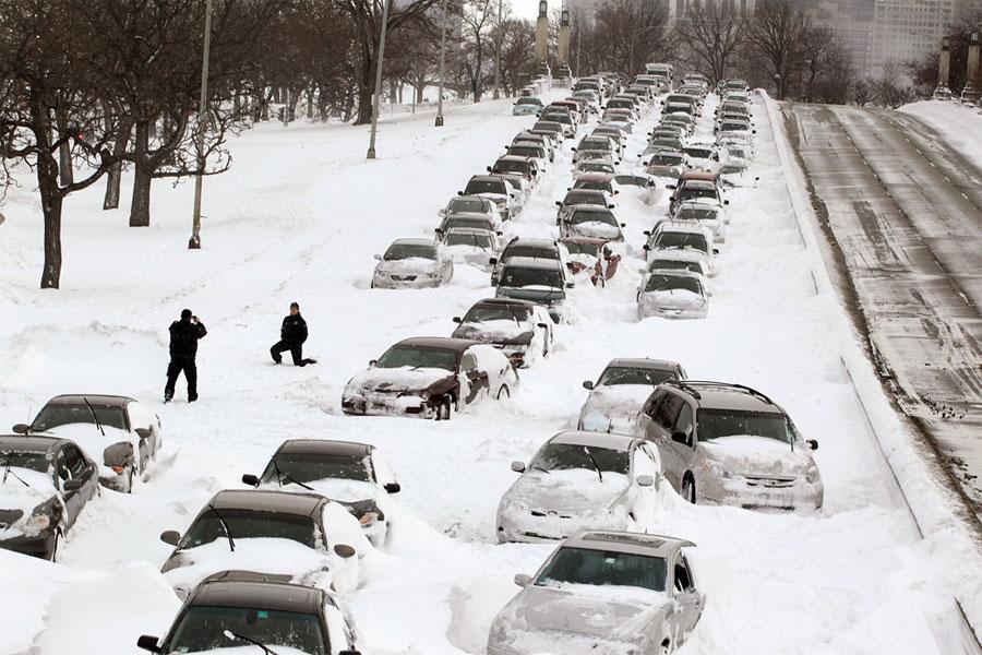 пробка на дороге в снегу